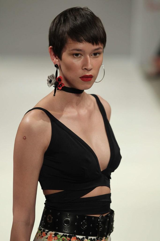 pixie con flequillo mujer asiática