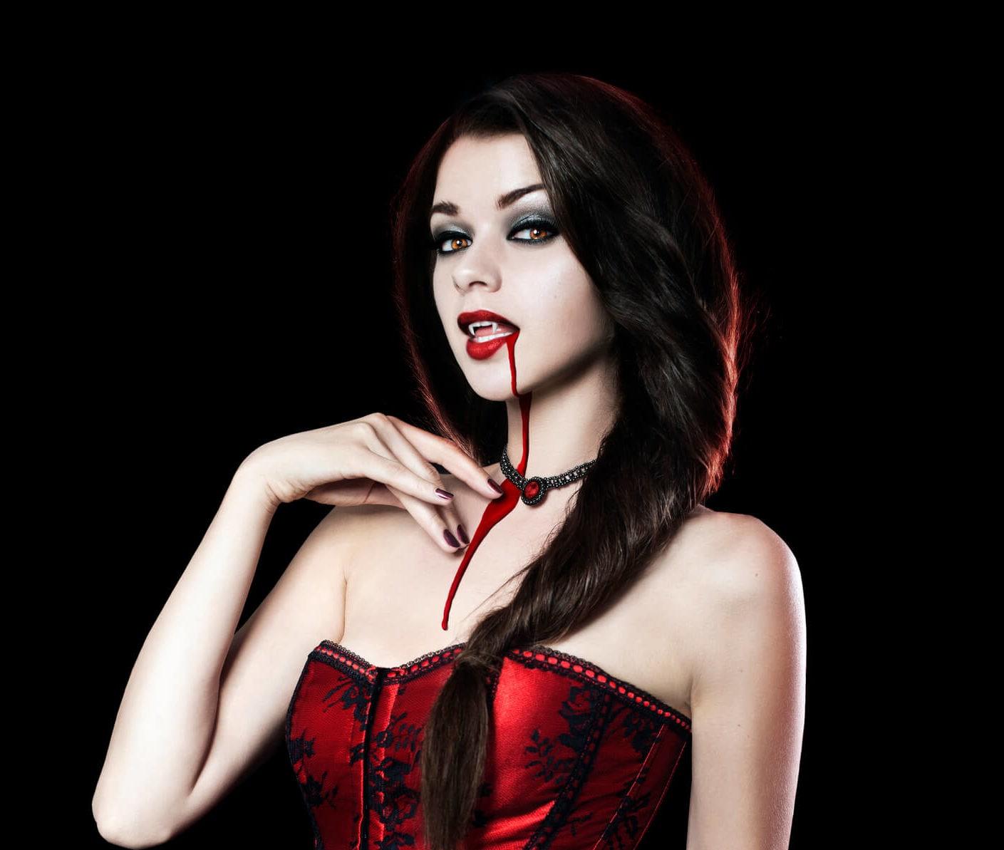 peinados de vampiras recogido torzado
