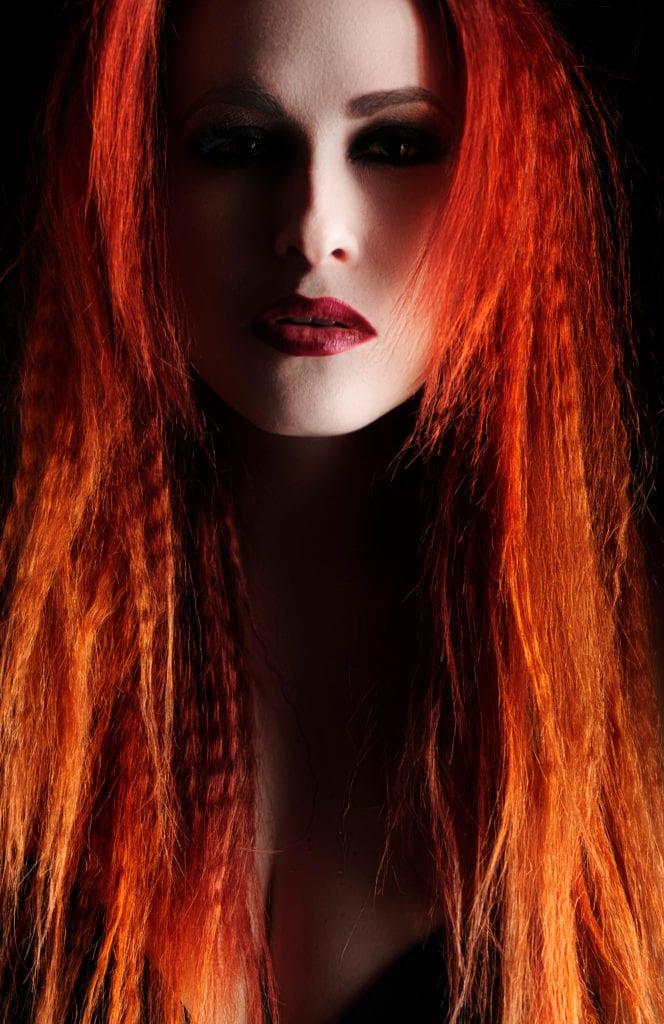peinados de vampiras pelo naranja