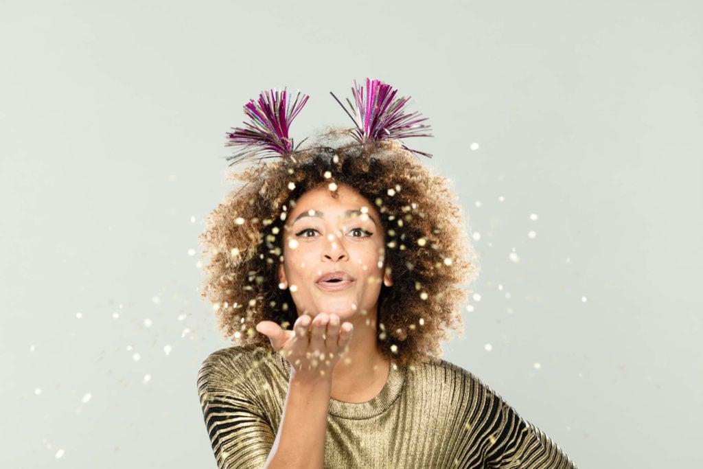 afro con accesorios divertidos peinados para navidad
