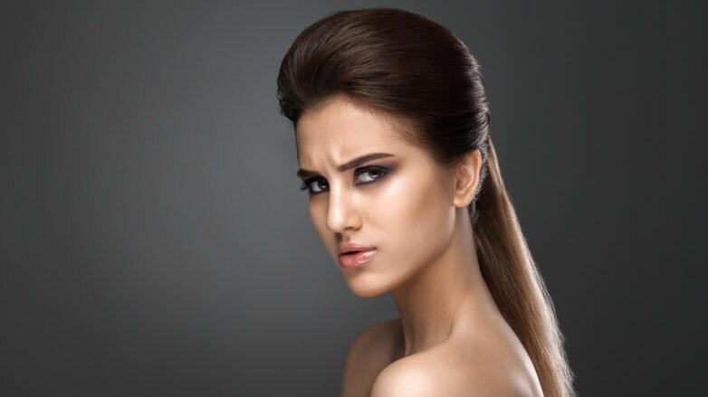 media cola peinados para pelo fino