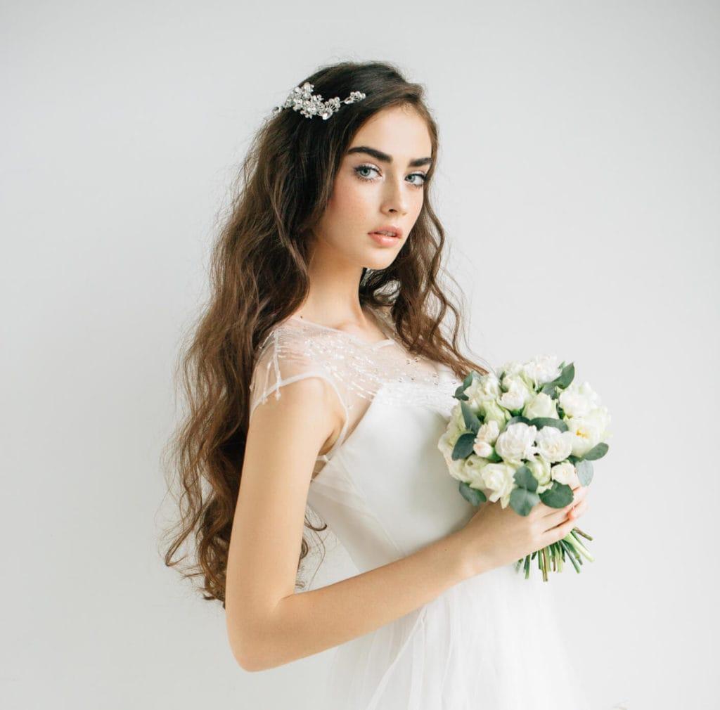 Ideas bonitas para peinados rizos Imagen De Tendencias De Color De Pelo - 10 Peinados con rizos para bodas primaverales