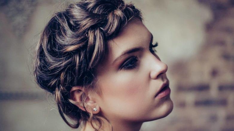 trenzas fáciles para cabello corto corona trenzada