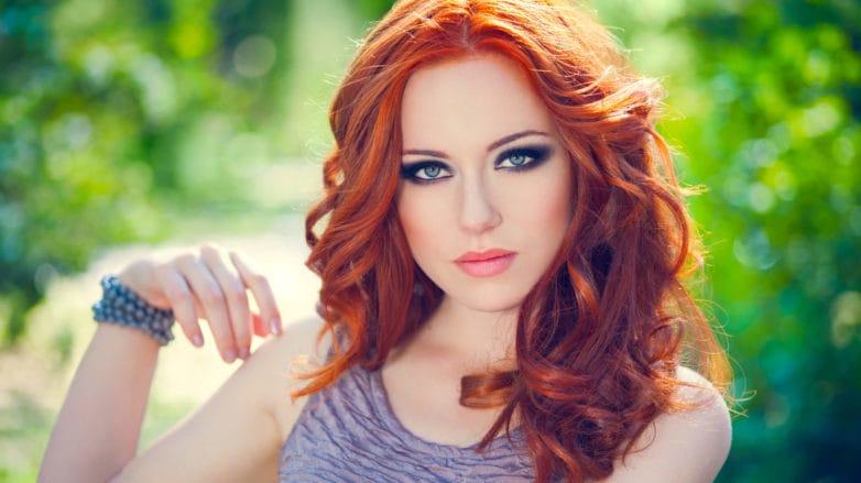 balayage rojo cabello ondulado
