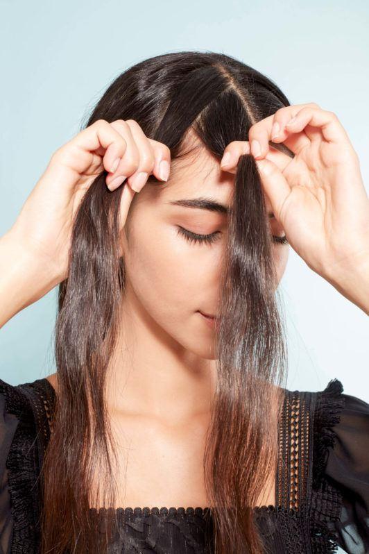 corona trenzada baja cabello castaño