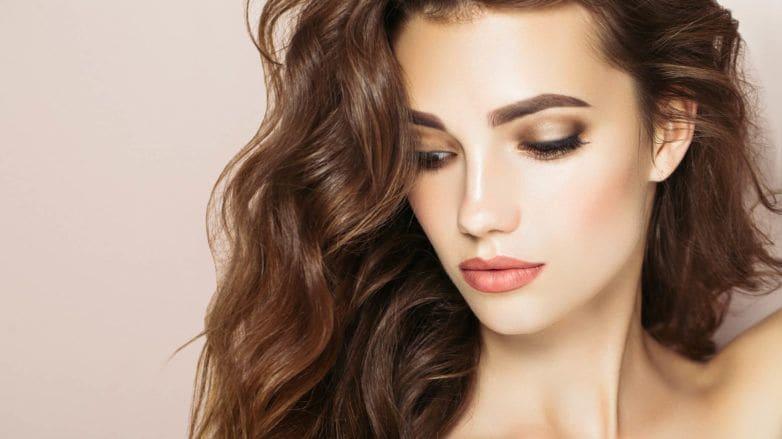 gel en spray para el cabello rizado u ondulado