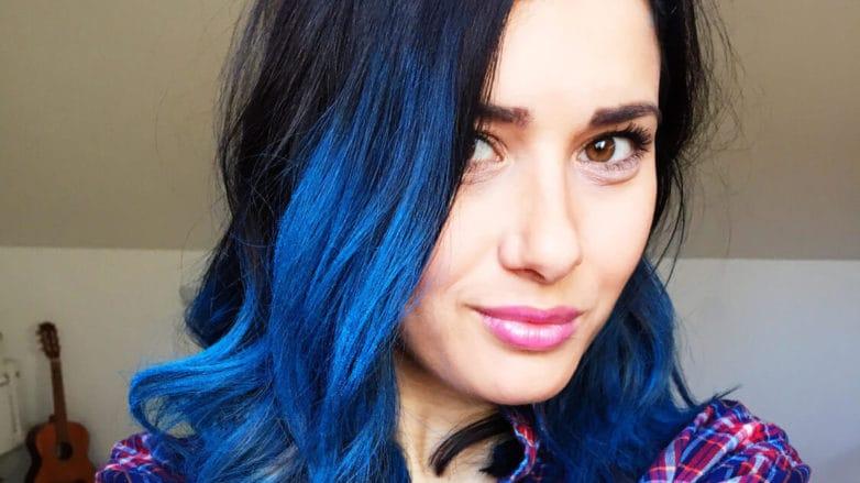 cabello con dos colores pelo azul
