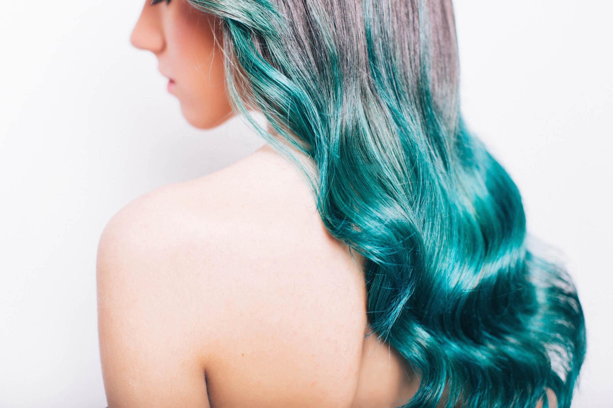 cabello con dos colores ombré verde