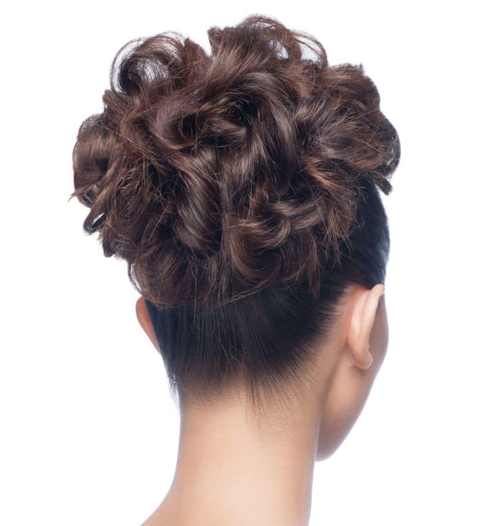 peinados elegantes recogido cola floreada