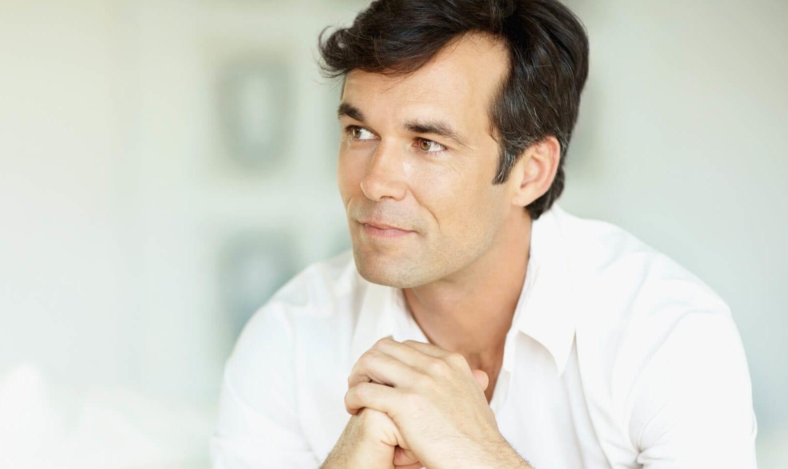 cortes de pelo para hombres con entradas comb over