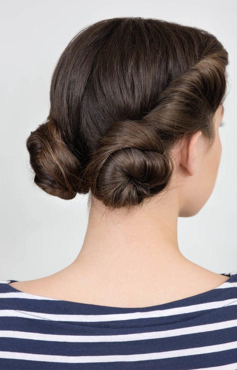peinados con moños dos moños retorcidos