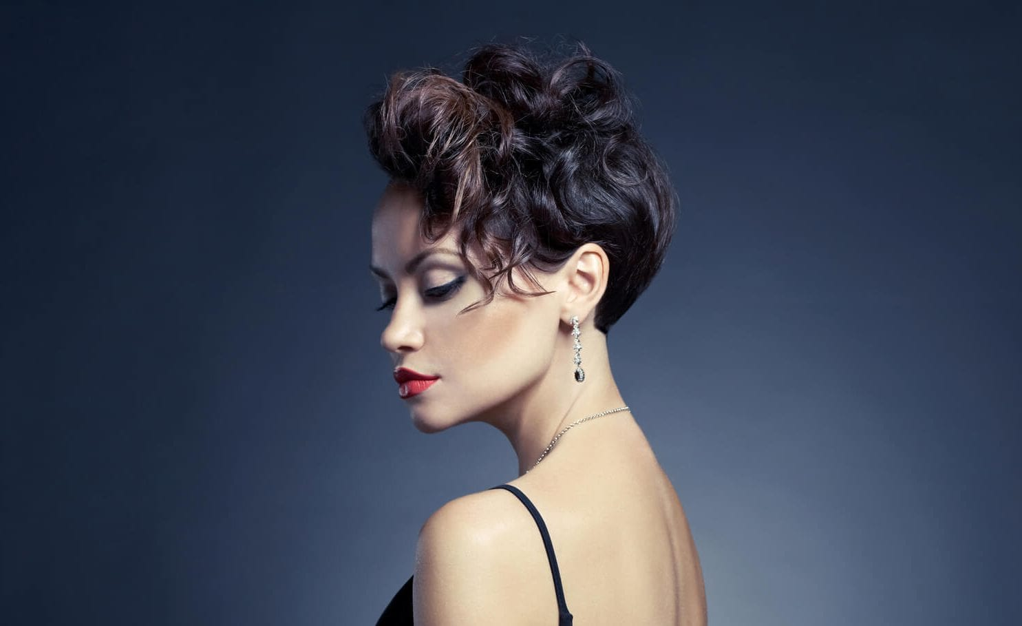 peinados formales para cabello corto ondas irregulares
