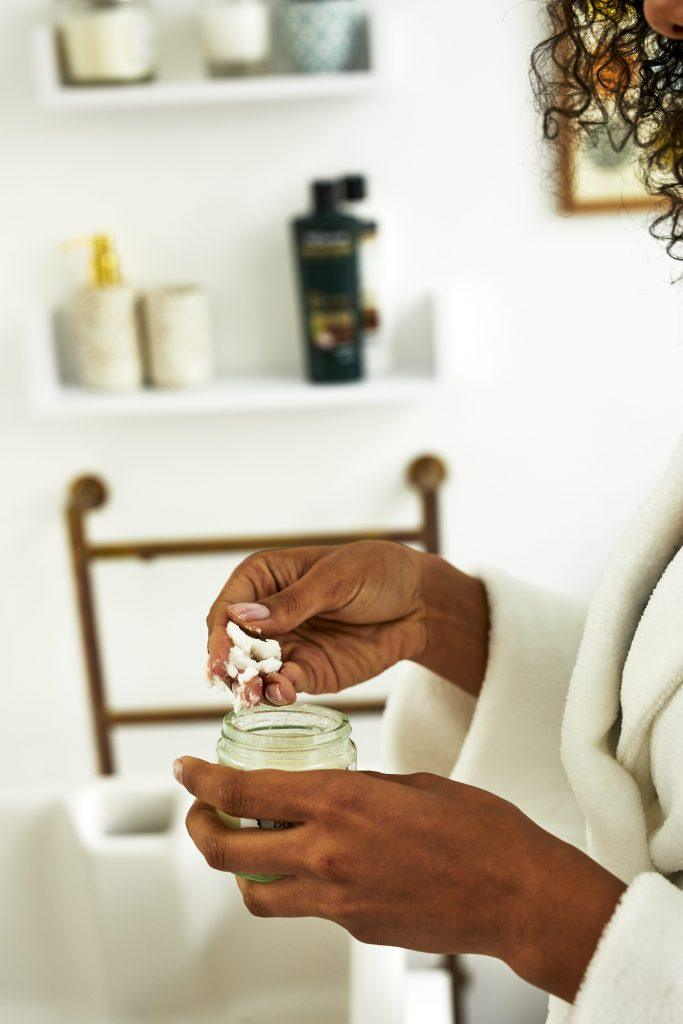 cómo usar aceite de coco en el cabello