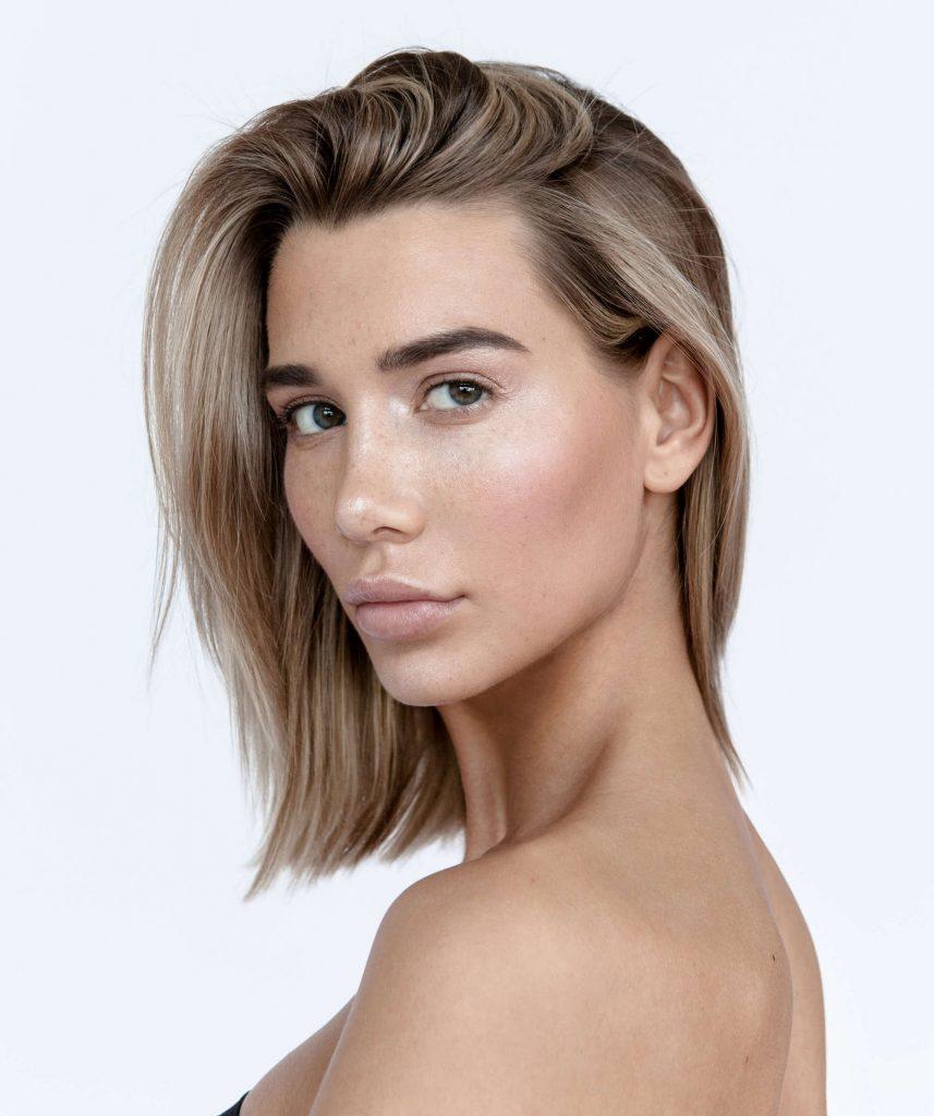 cortes de pelo mediano para mujeres flequillo largo