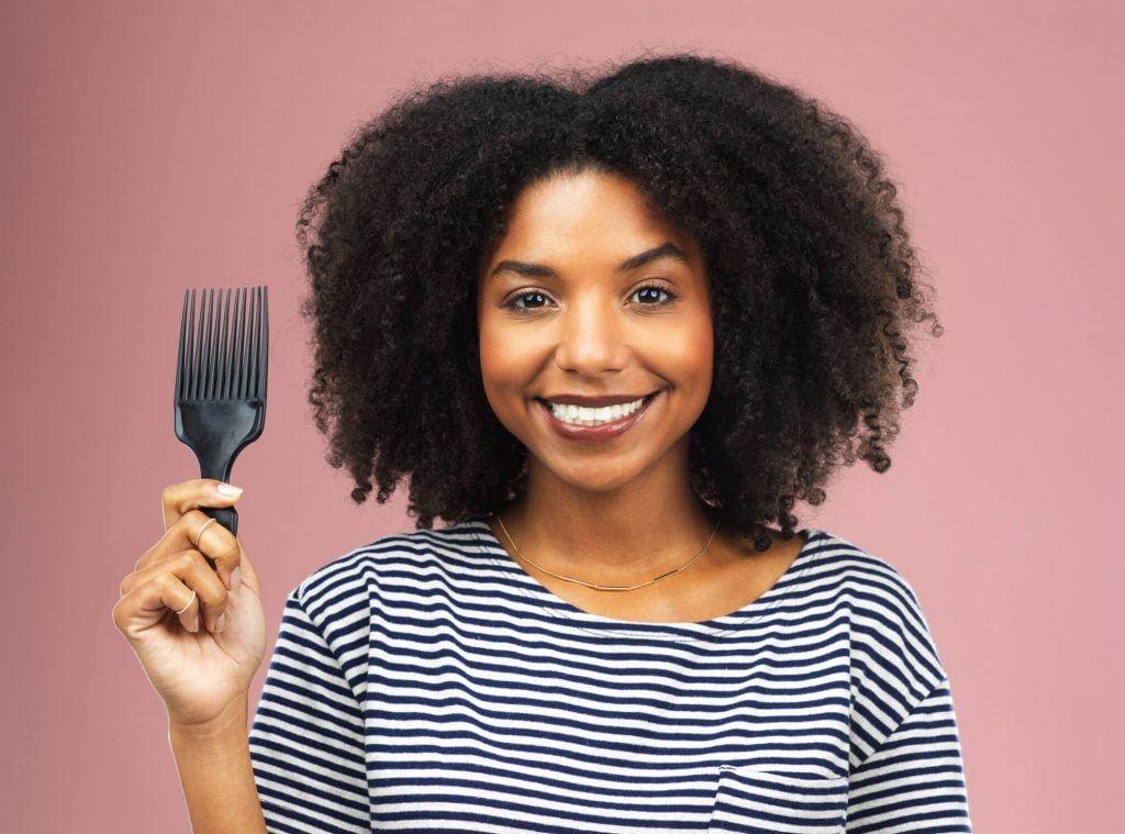 cómo desenredar el cabello crespo