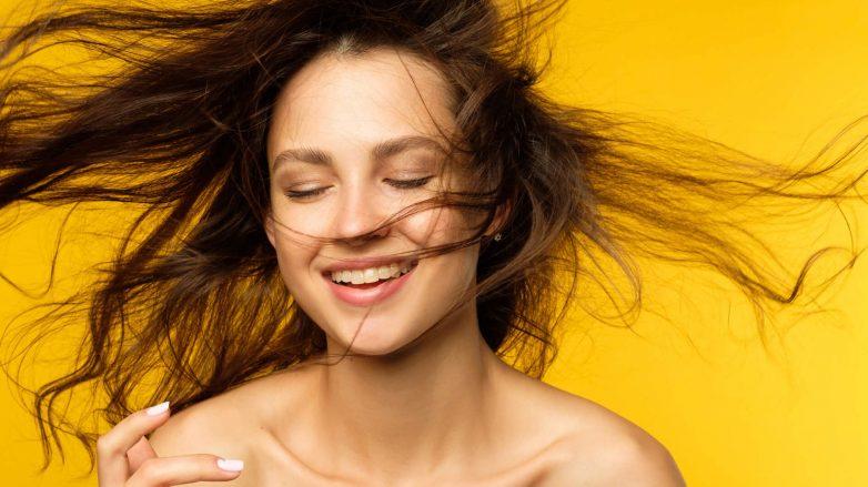 qué es el shampoo en seco y es malo para el cabello