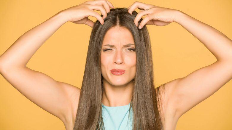 cuero cabelludo seco mujer con picazón