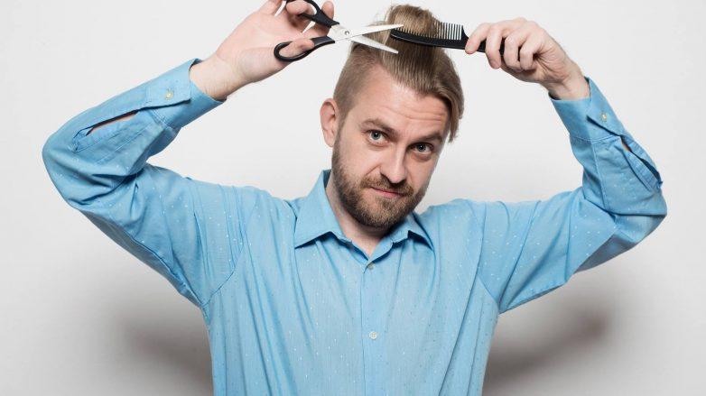 cómo cortarse el cabello de hombres con tijera