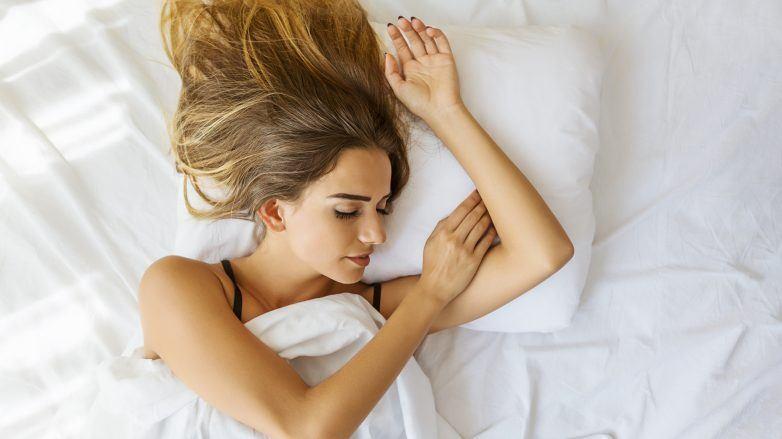 soñar con un corte de cabello mujer durmiendo