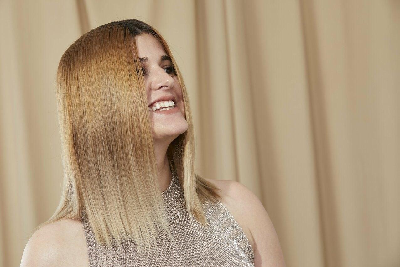 блондинка темные корни средние волосы каре