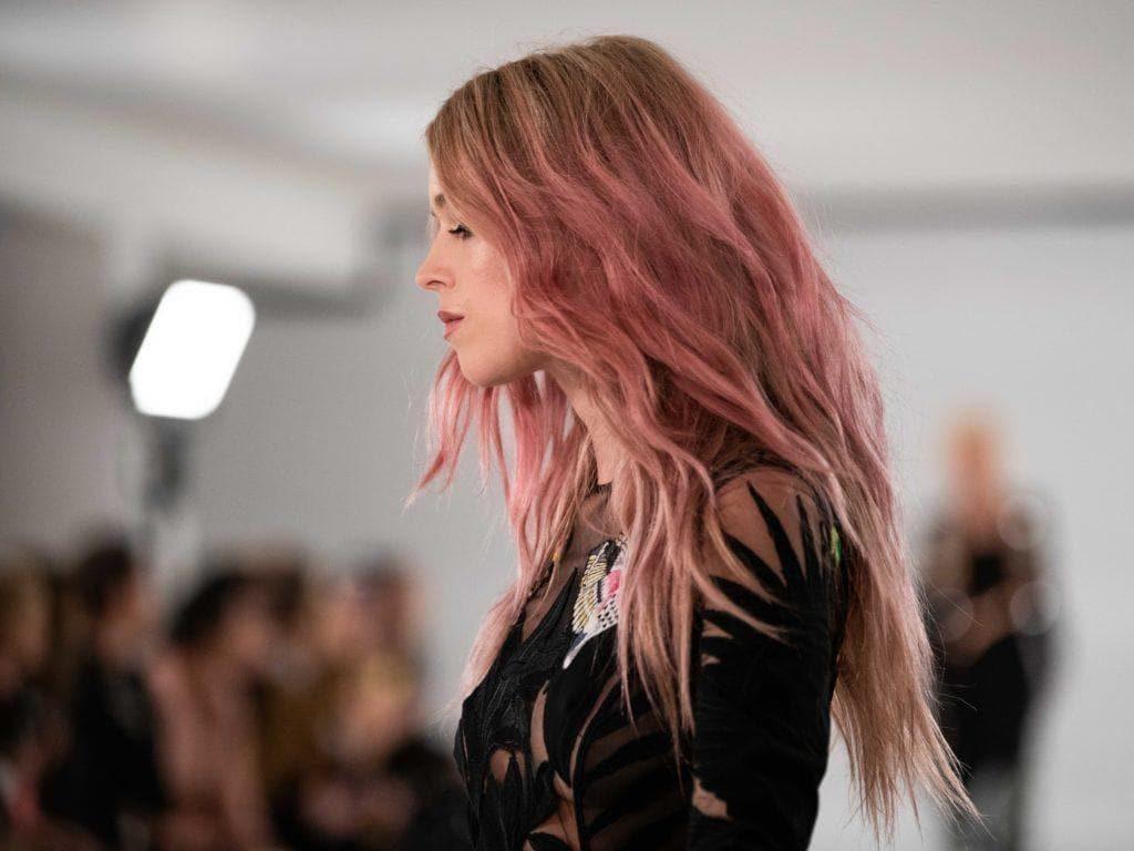 розовое омбре длинные волосы волнистые
