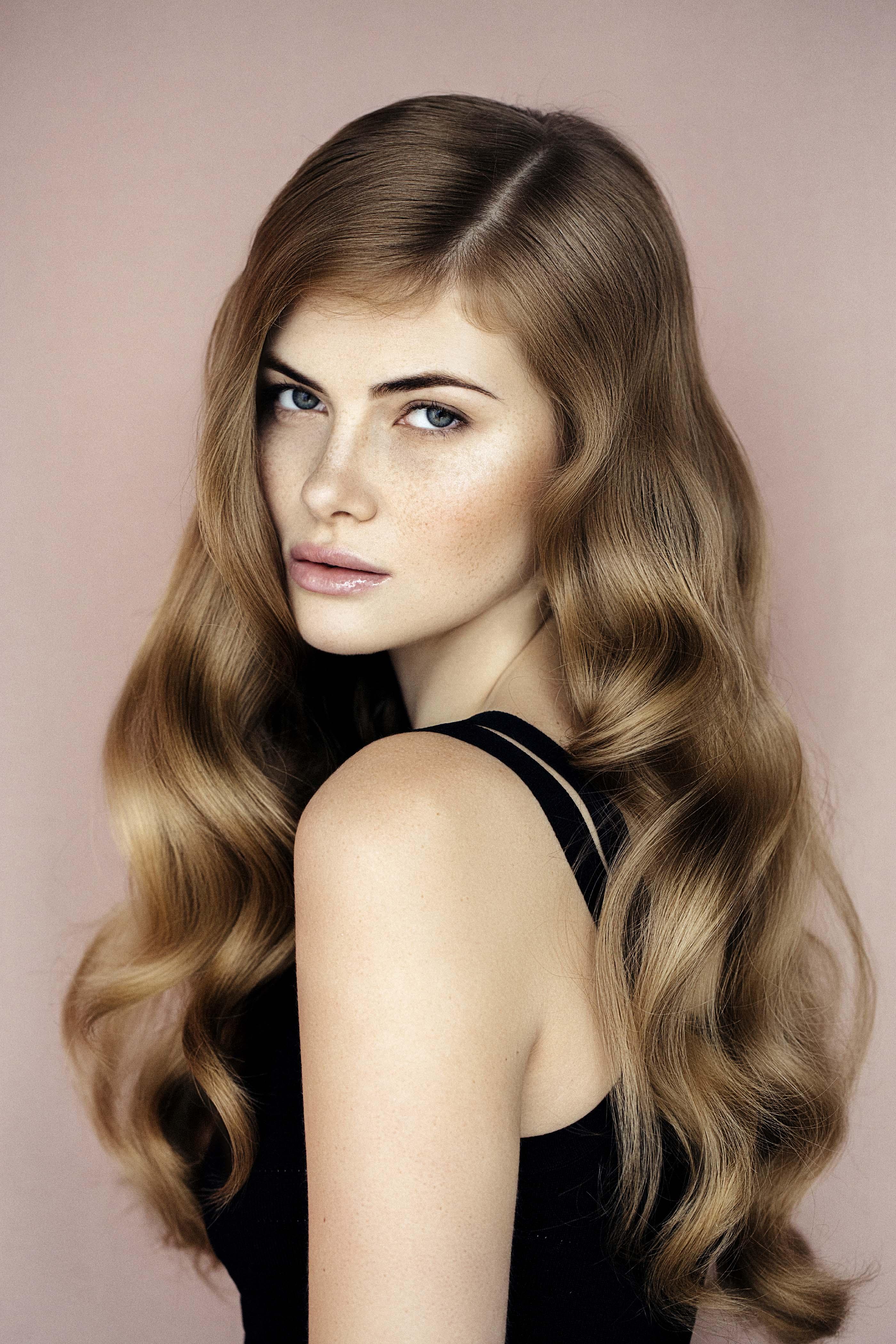 wavy-hairstyles-brown-curls1 Кому идет светло-русый цвет волос фото
