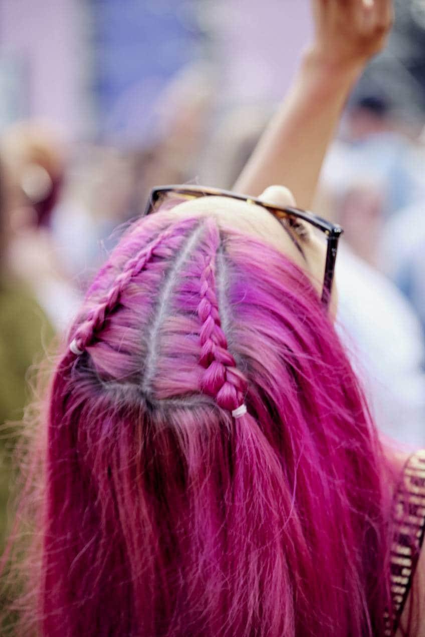 прическа в клуб розовые волосы косички