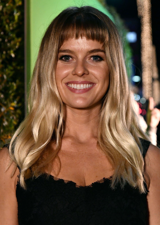 long-ombre-blonde-hair-short-bang-fringe-1 Кому идет светло-русый цвет волос фото