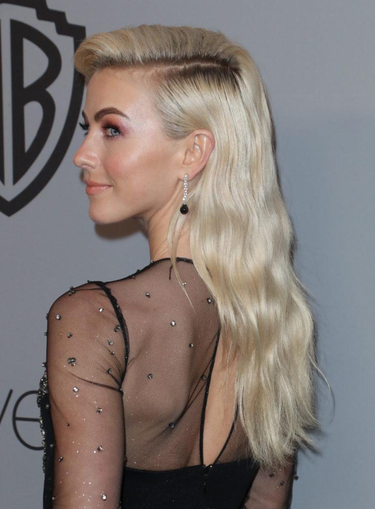 блонд с темными корнями