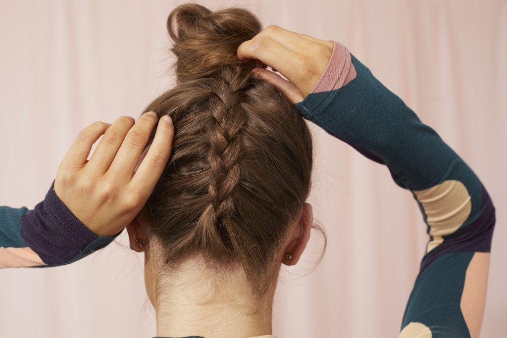 простые косички коричневые волосы коса пучок