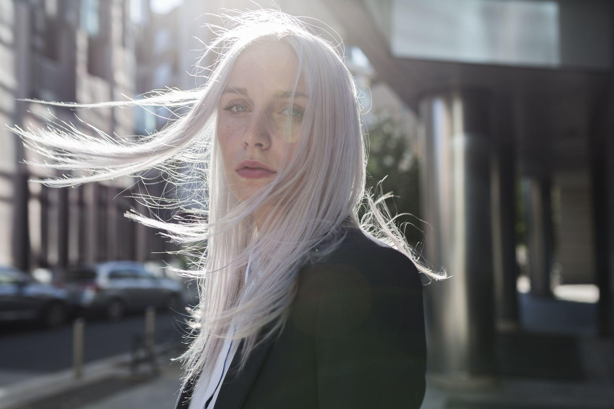 длинные пастельные серые лавандовые волосы