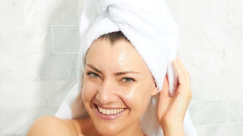 женщина в полотенца брюнетка как избавиться от перхоти
