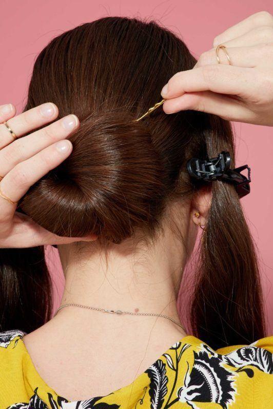 пучок шпилька собранная прическа каштановые волосы