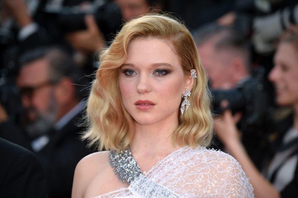 длинное каре стрижки по типу лица золотистый блонд