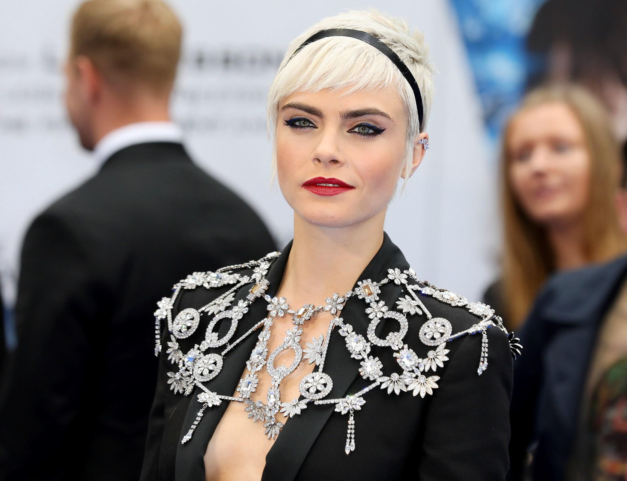 короткие светлые волосы платиновый блонд стрижки по типу лица