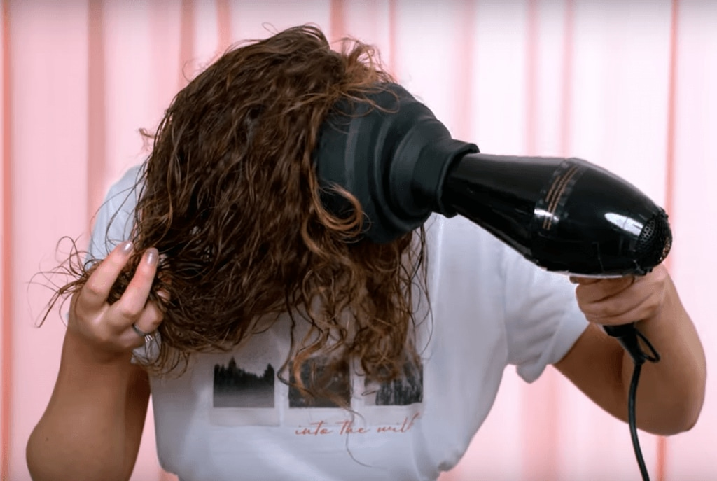 как пользоваться диффузором кудрявые светло-коричневые волосы до плеч