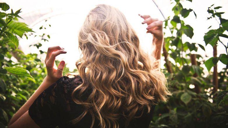 стимуляция роста волос длинные волнистые светлые волосы