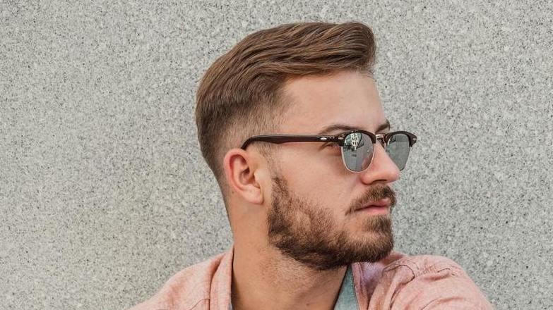 стрижка британка короткие светло-русые волосы