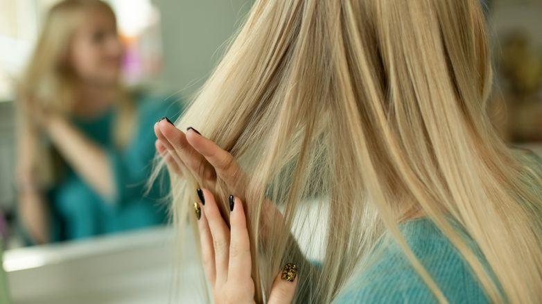 секущиеся кончики длинные светлые волосы