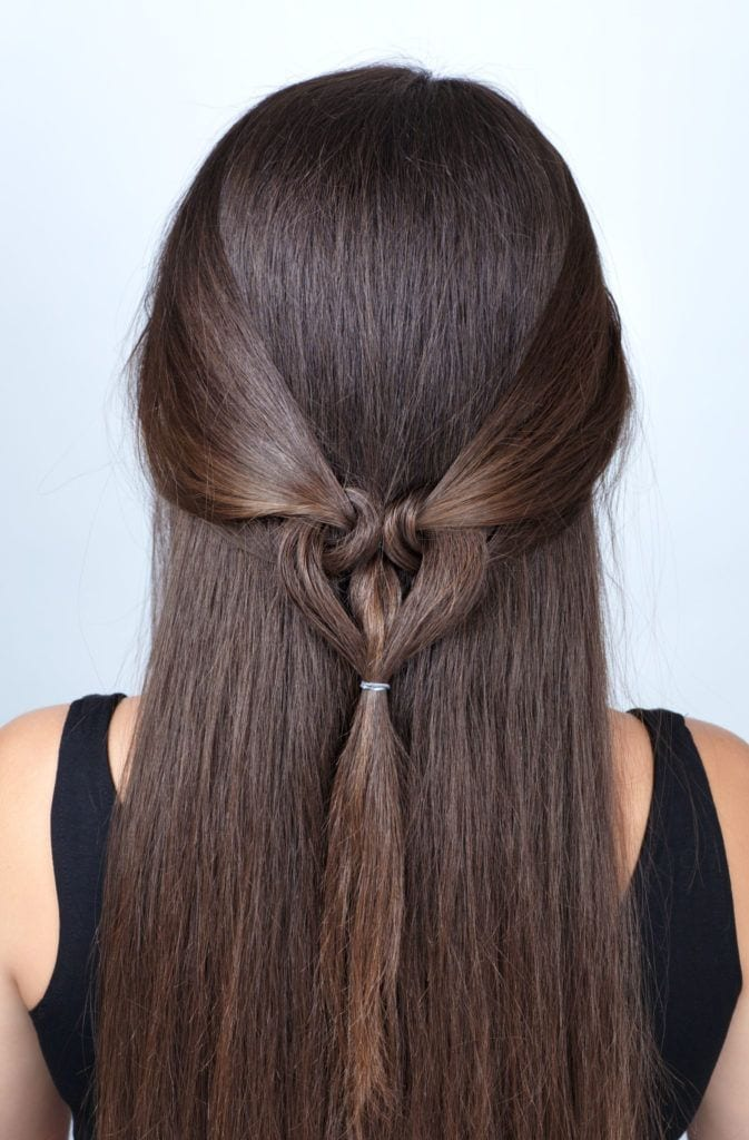 simple twisted hairstyle heart with scrunchy tutorial. Hairstyle for long hair for Valentine's Day. Hairstyle. Tutorial. Hair model