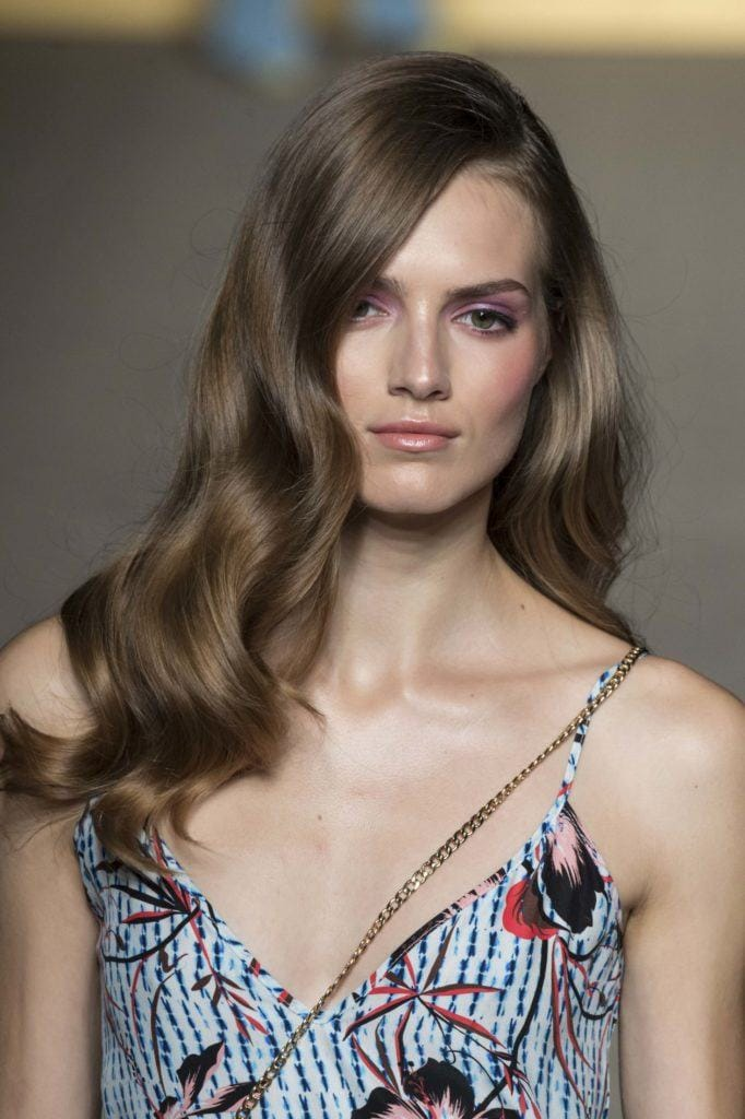 model with bouncy blowout hairstyle for thick hair