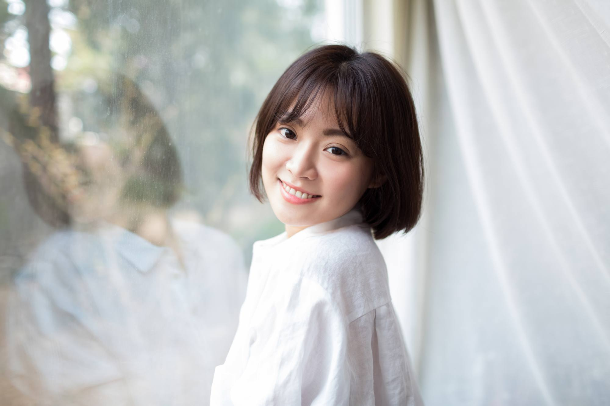Hair types: pretty young chinese girl, wearing a white shirt standing in the room