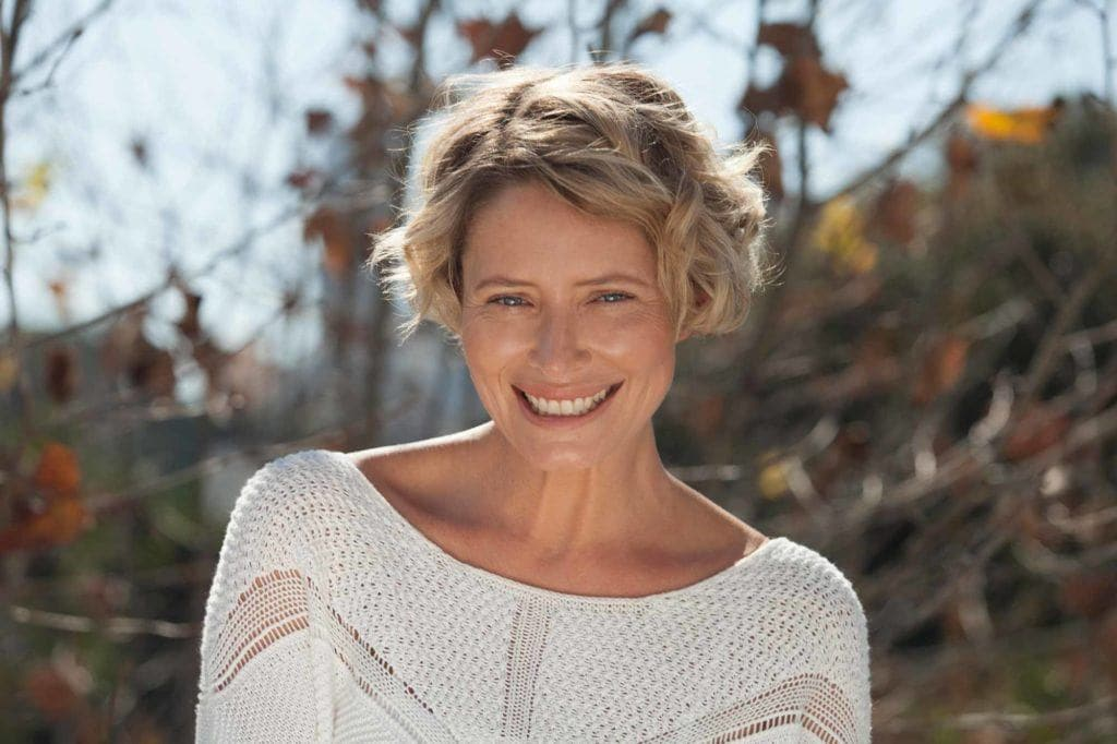 haircuts-for-women-over-40-short-and-wavy