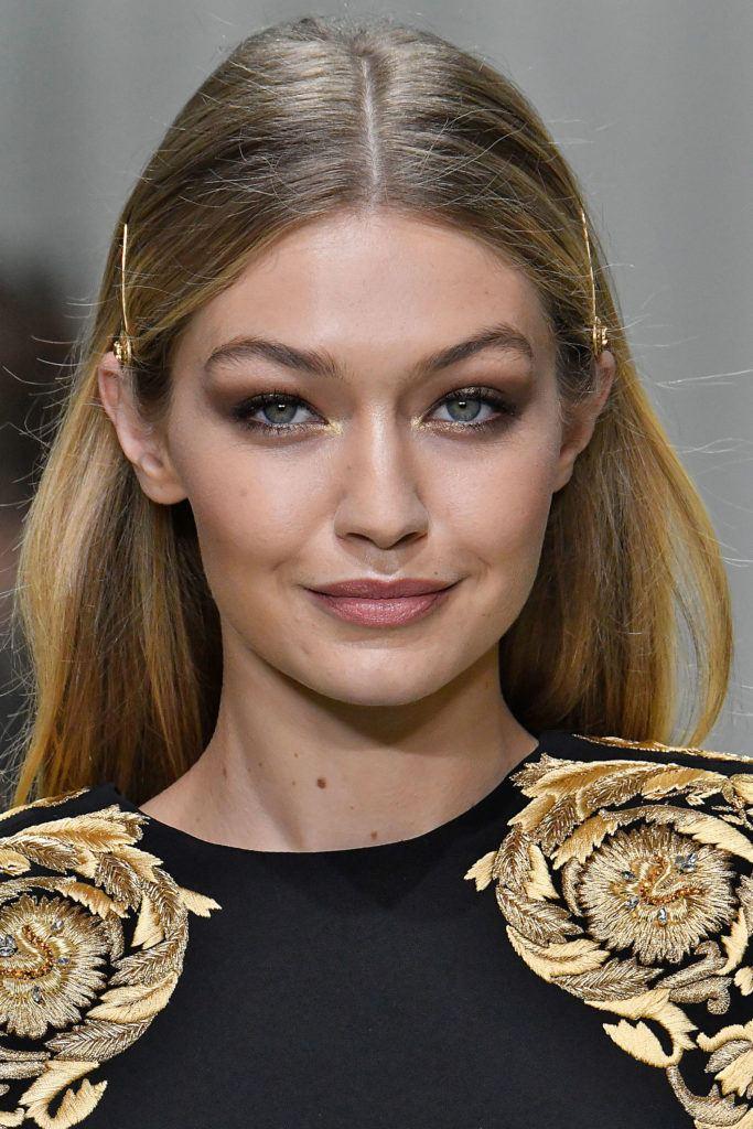 90s hair trends in 2018 - barettes