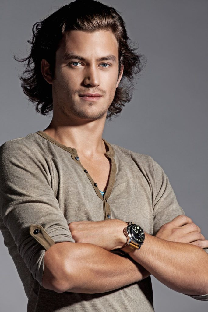 wavy long hairstyles for men