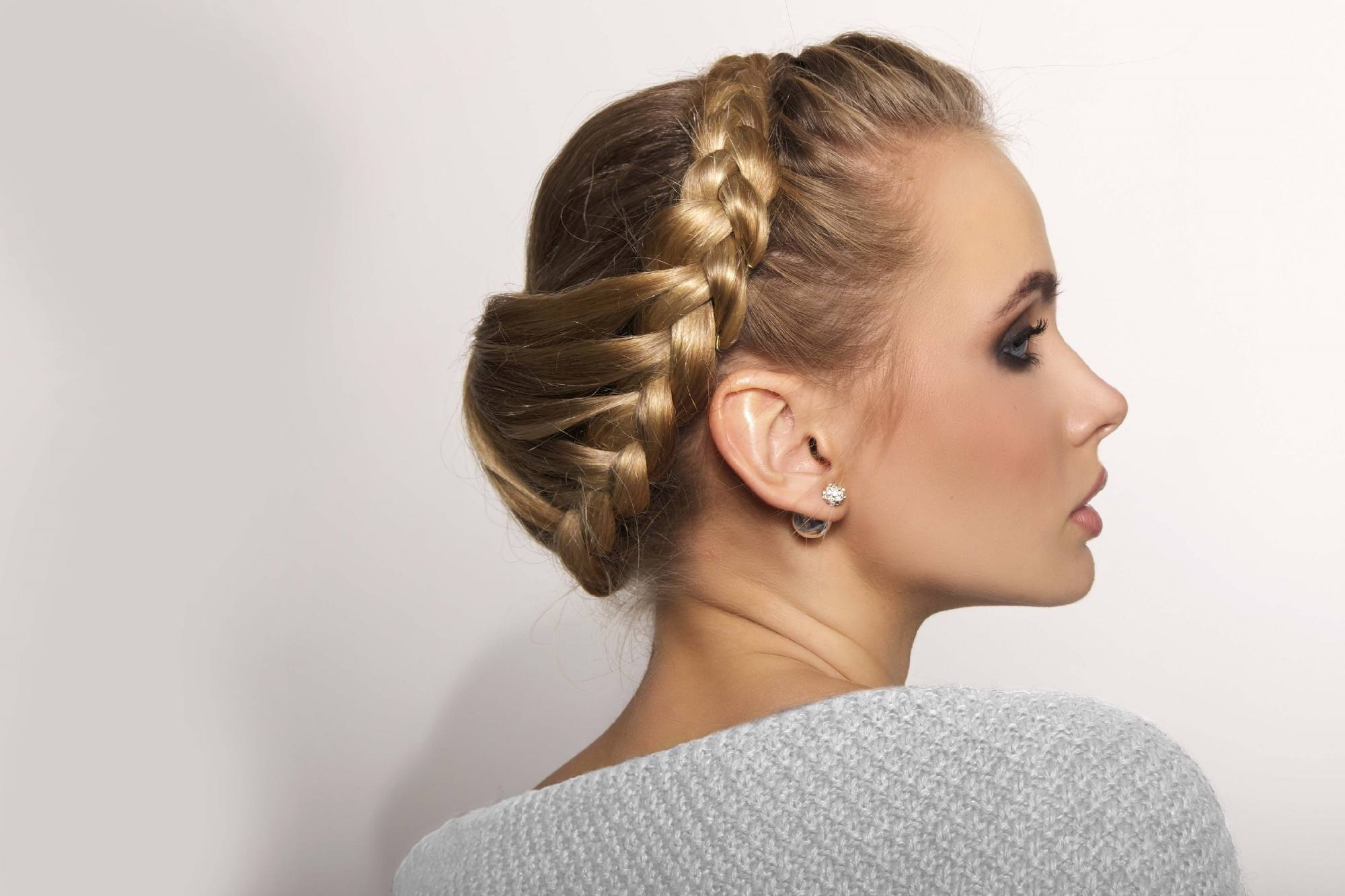 Rainy day hairstyles - Braided updo