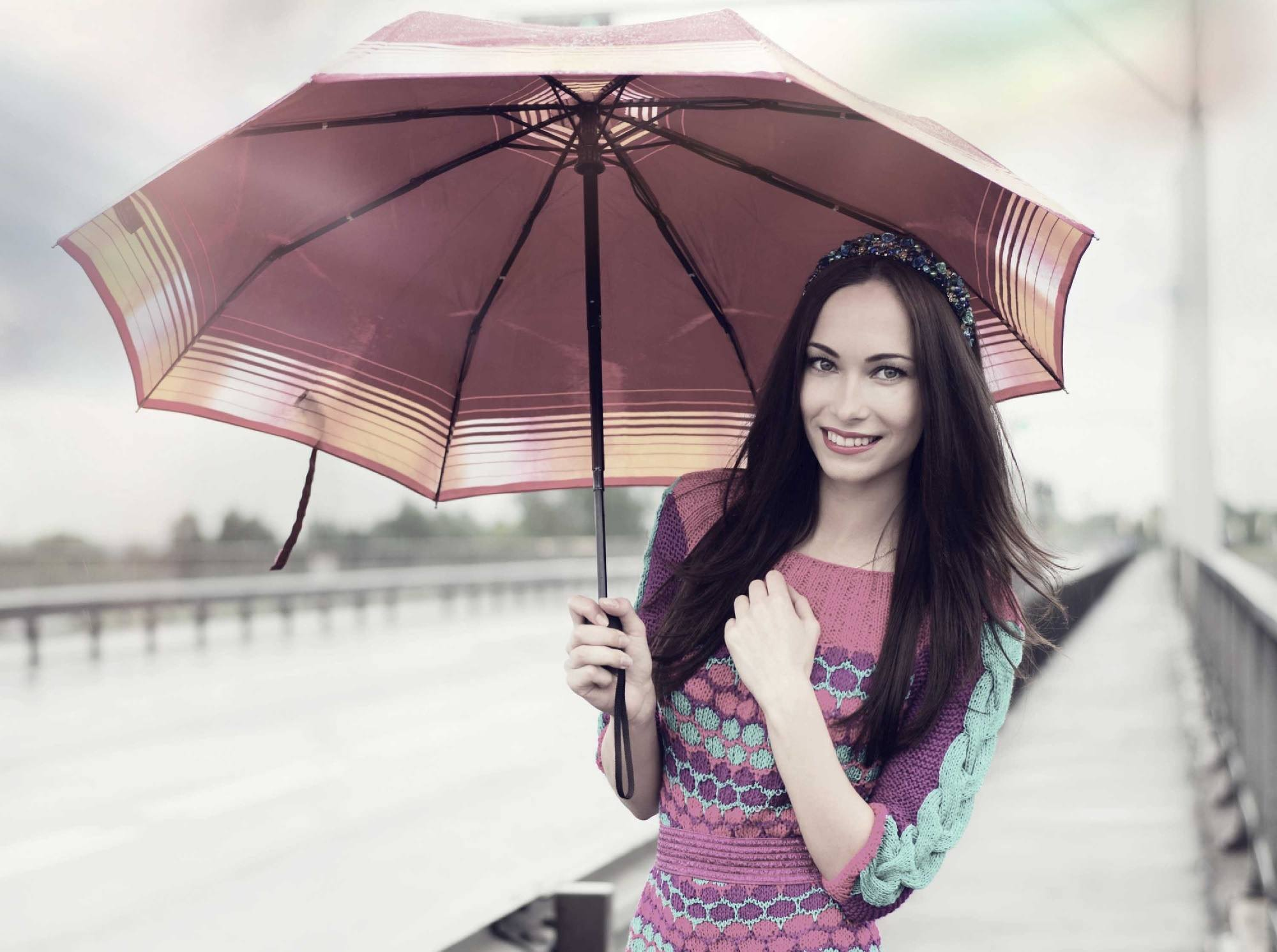 Rainy day hairstyles - Straight up