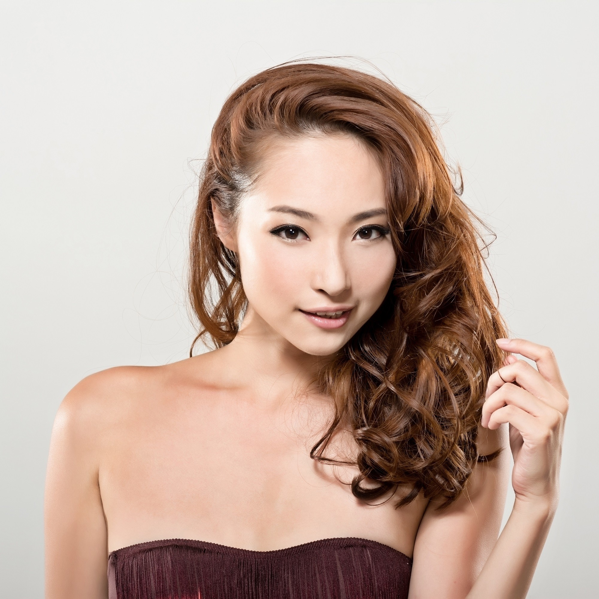 Japanese hairstyles: Woman with curly hair Japanese hairstyle