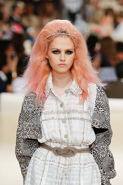 Hair colors for long hair: White woman with long peach hair