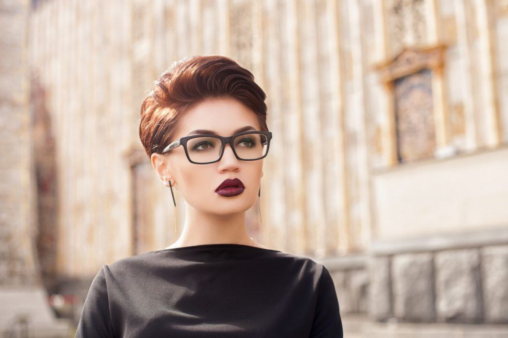 Different hairstyles for short hair: Woman with dark red pixie cut